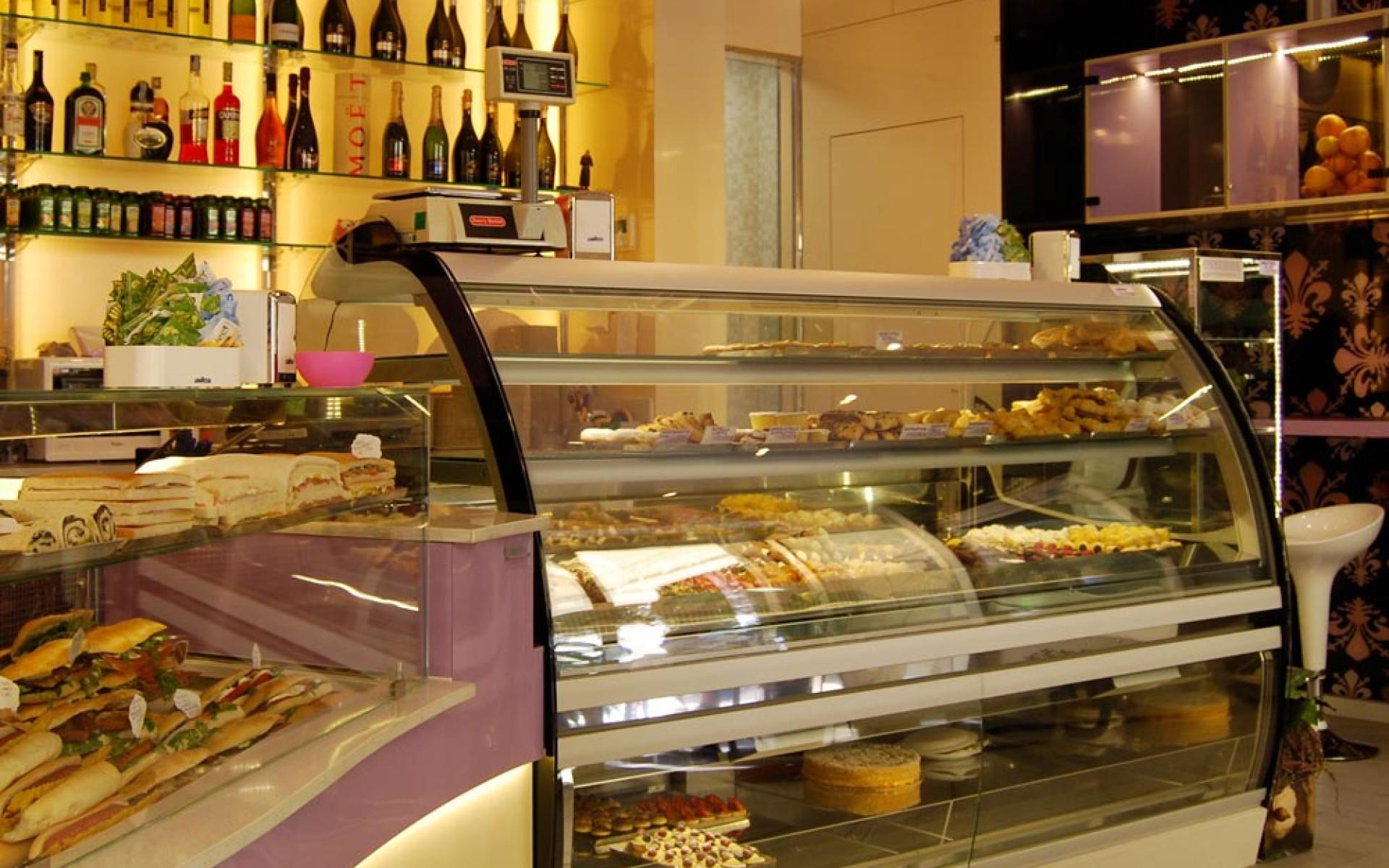 Nuova realizzazione arredamento bar pasticceria il giglio for Arredamento in roma
