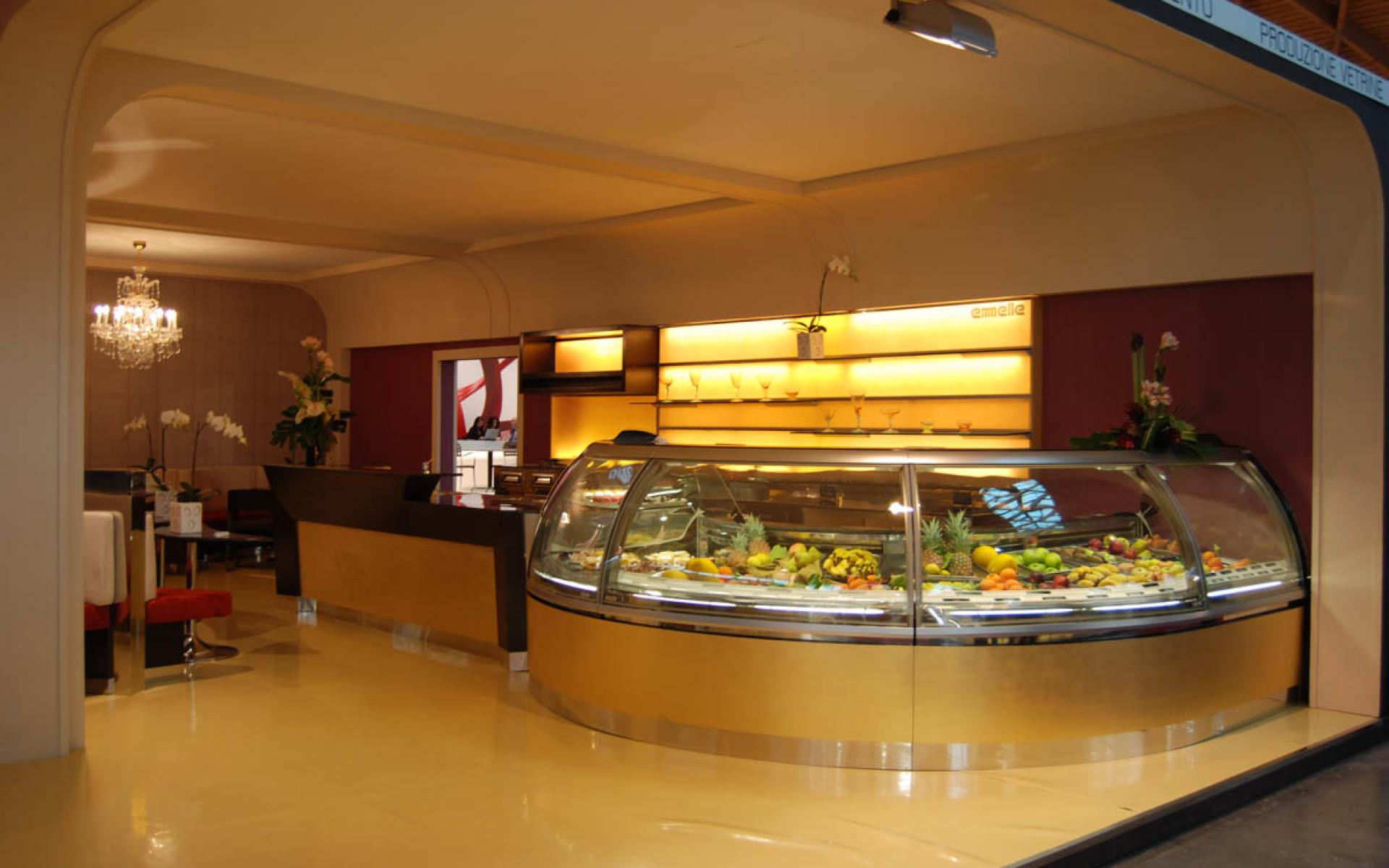Bar gelateria pasticceria eiscaf san marco emmelle for Arredamenti per pasticcerie