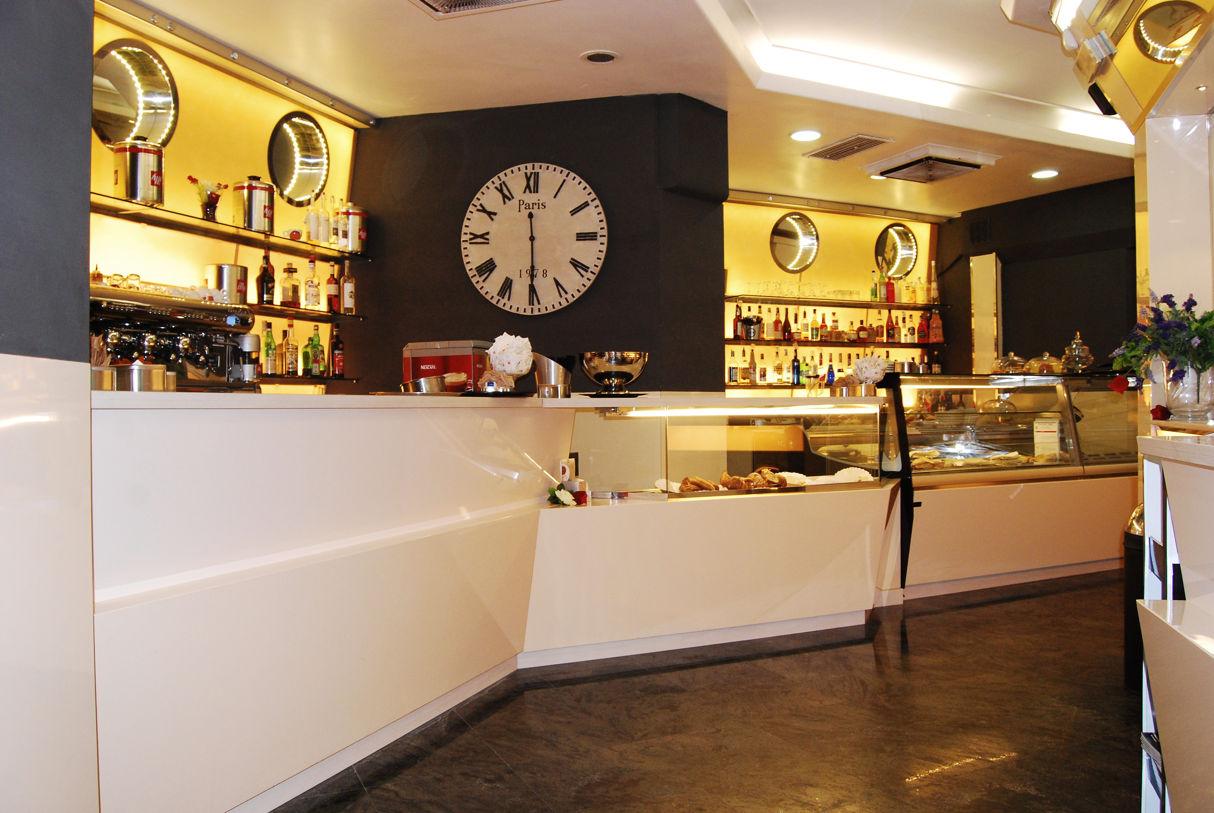 Arredamento tabaccheria e bar ristorante il fungo roma for Arredamento tabaccheria usato