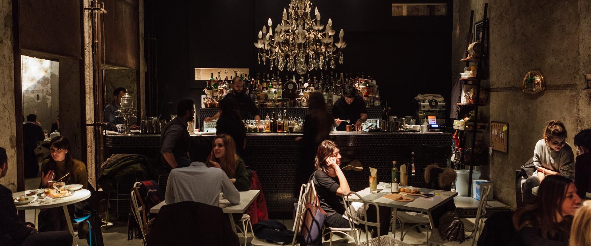 Arredo banco Bar Cracco Milano Cerloe Camilla in Segheria Emmelle Arredamenti