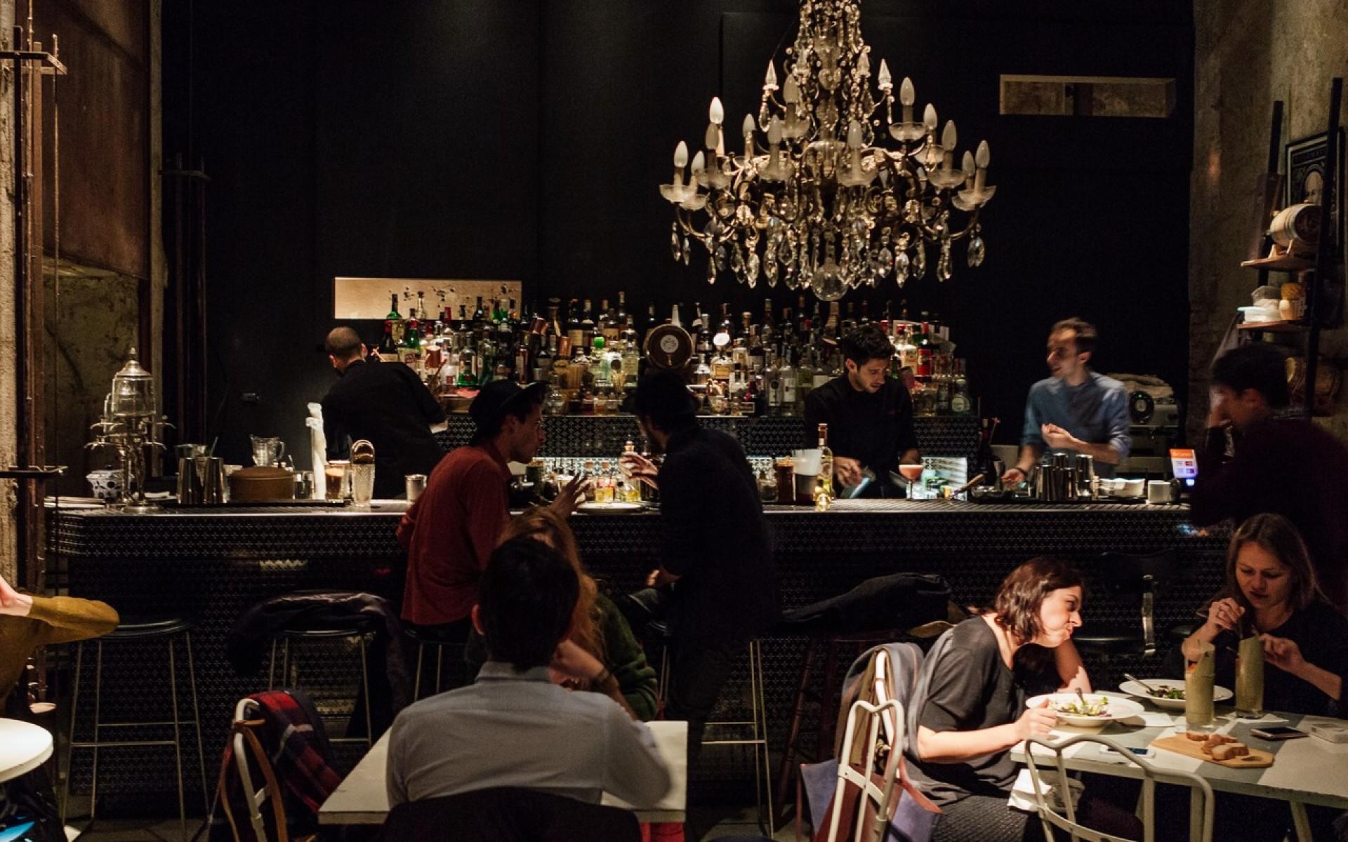 Bar ristorante cracco milano emmelle arredamenti for Arredamento per bar ristorante